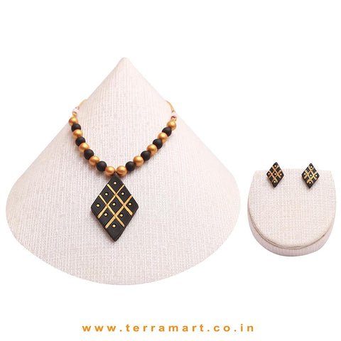 Creatively Painted Black & Gold Colour Handmade Terracotta Chain Set