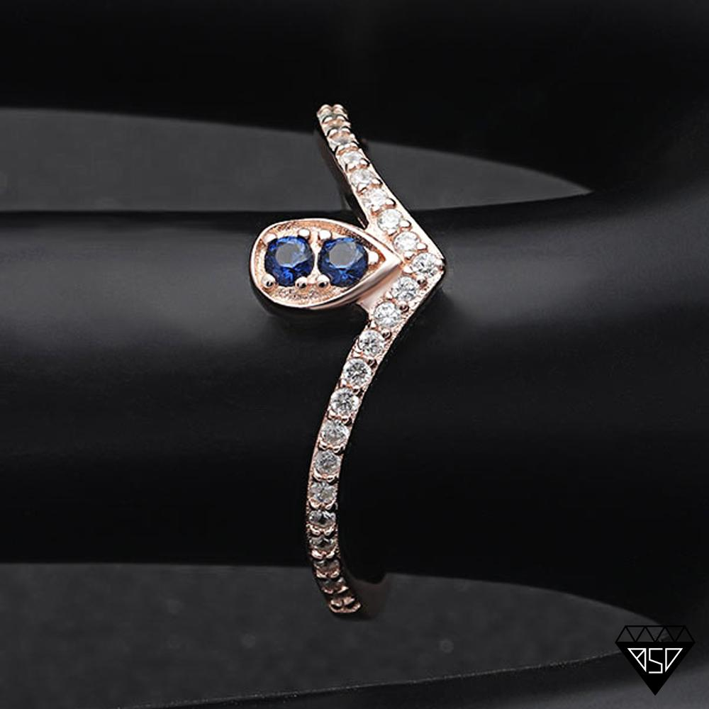 Queen Victoria Sapphire V-Ring (September Birthstone)