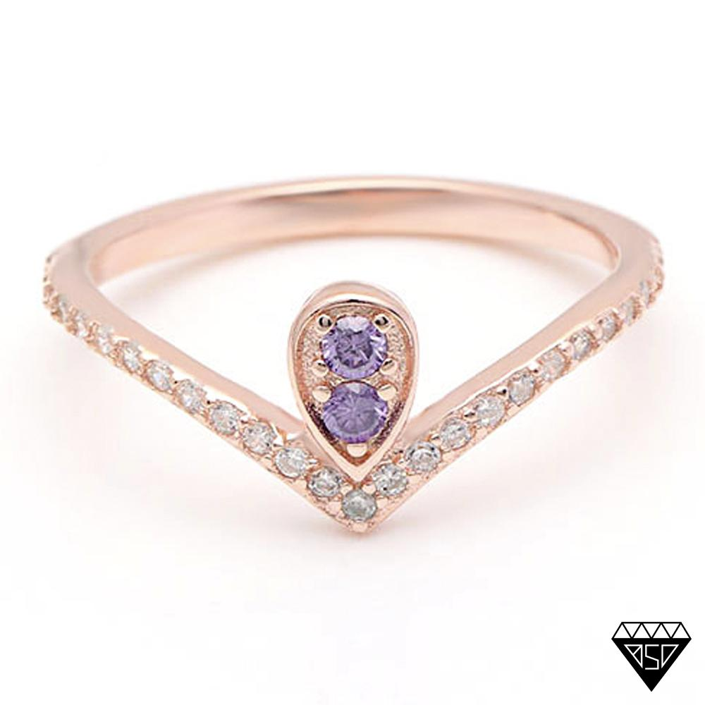 Queen Victoria Alexandrite V-Ring (June Birthstone)