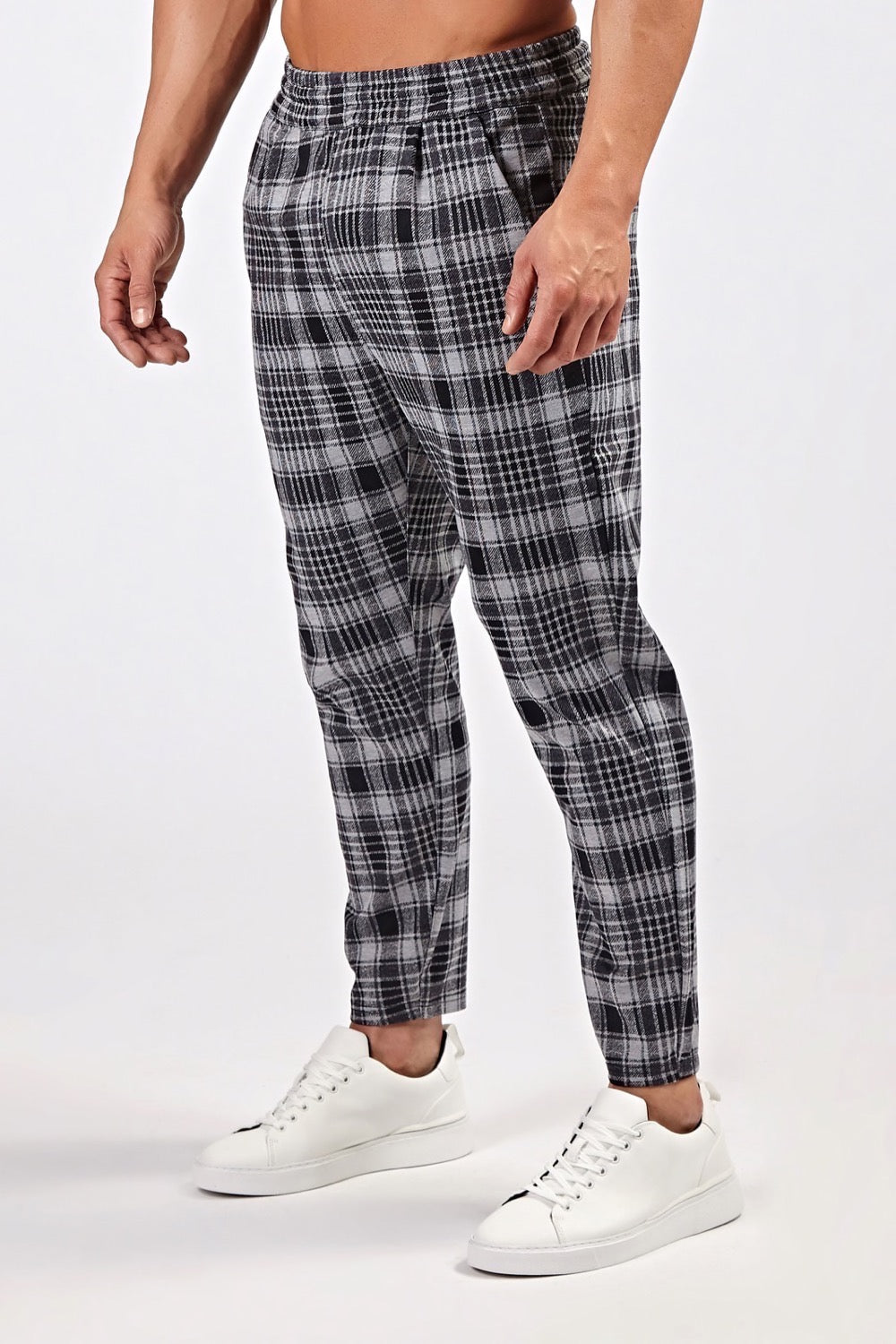 Smart Cropped Joggers in Black/Grey Plaid