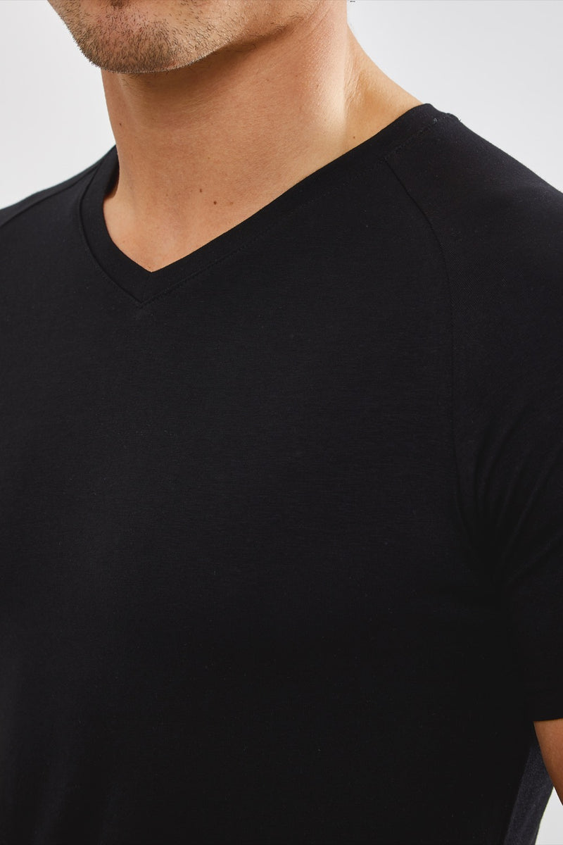 Essential V-Neck in Black