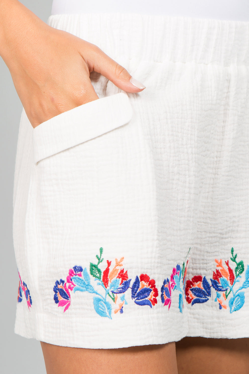 P7009 Floral Embroidery Short - Cream