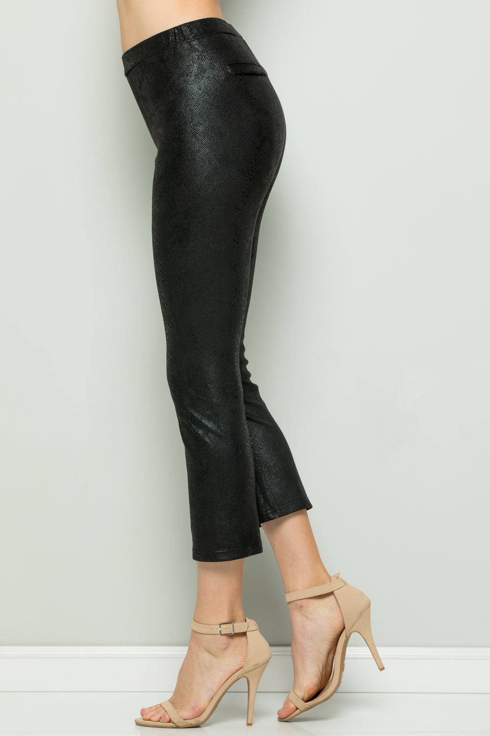 P7058 Snake Skin Cropped Pants - Black