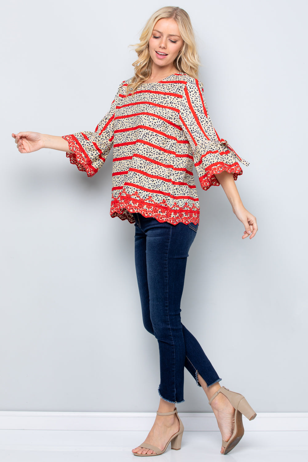 T2837 Scallop Embroidery Bell Sleeve Top - Grey/Yellow