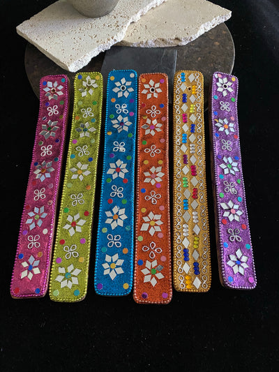 "One of our all time best selling incense boats. Stand out from the crowd with six colours to choose from.  Decoration varies.  25 cm (10"") in length"