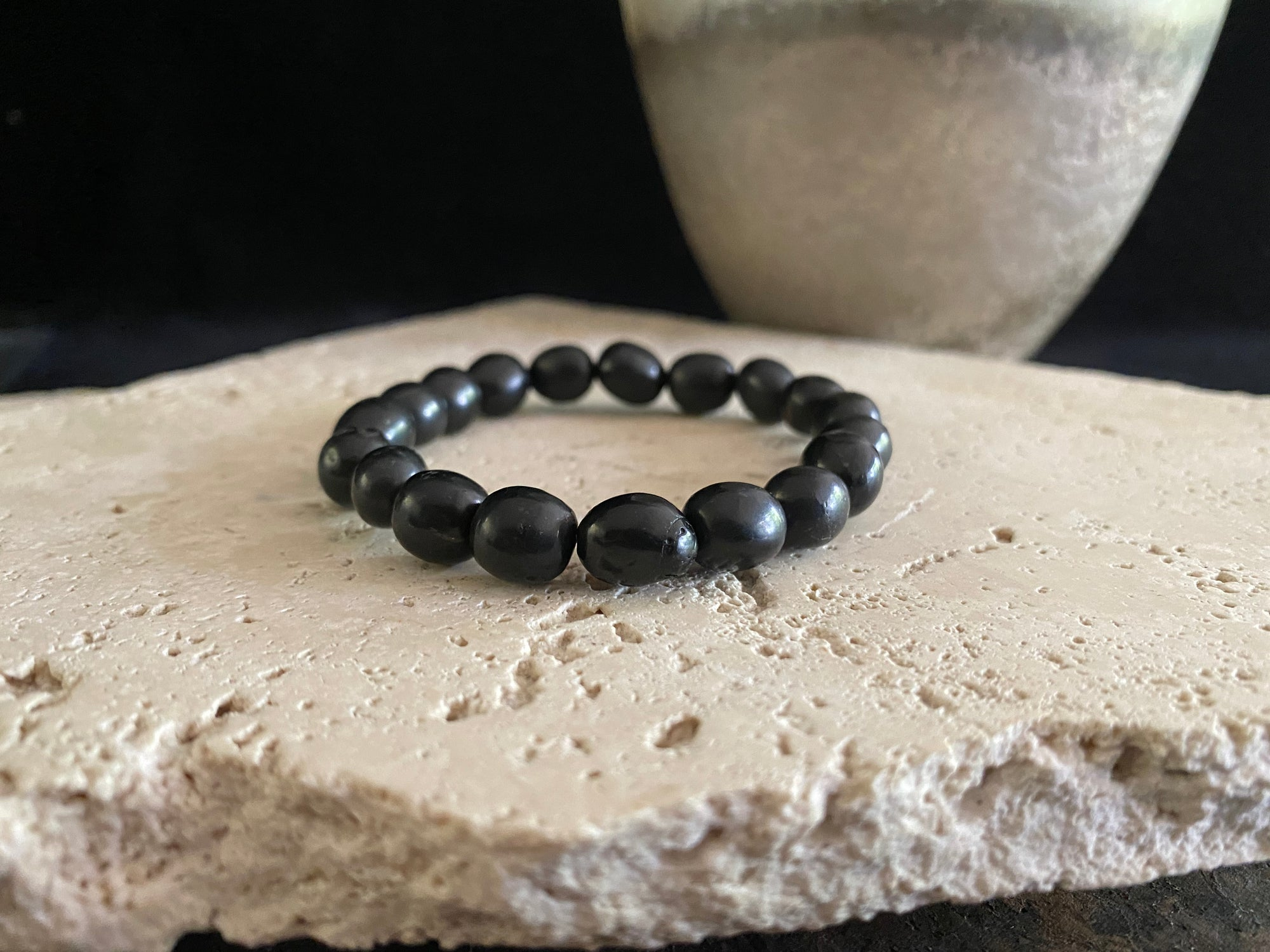 Shungite bracelet of elasticised cord for men or women. Natural shungite, not composite