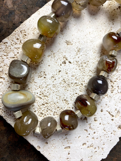 Very striking big boulder bead agate necklace finished with solid silver cube beads and a sterling silver hook clasp. This is a contemporary necklace with an unusual feel
