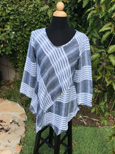 Famous Tunic Top in Black