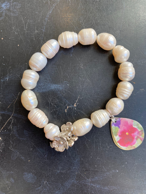 Freshwater Pearl with Silver Flowers Tin Charm Bracelet