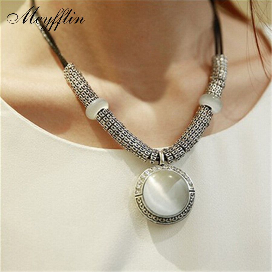 Fashion Round Crystal Pendant Charm Necklace