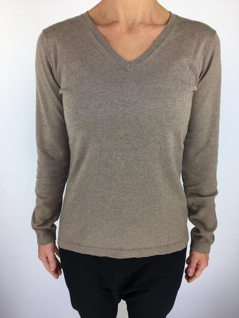 Caroline Grace Basic V Neck Jumper - Natural