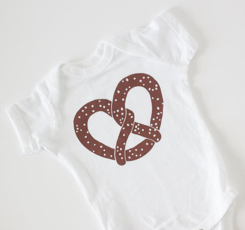 I love travel in NYC pretzel cotton baby onesie