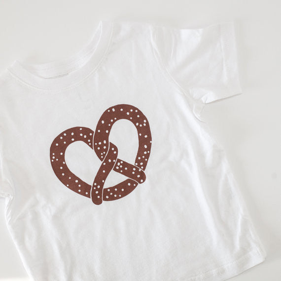 I love travel in NYC pretzel cotton kids t-shirts - lovefactorynewyork