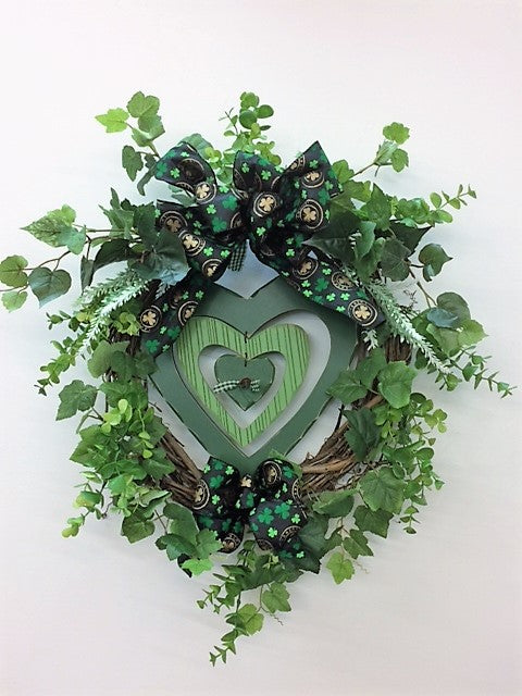 St Patrick's Day Front Door Wreath with Heart Plaque in Center/Eng155