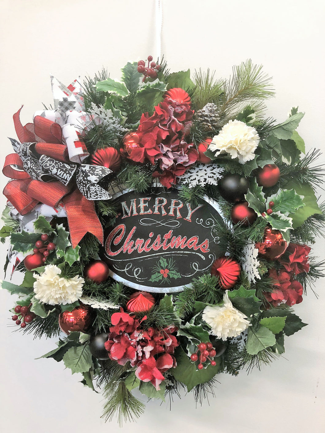 Red and White Silk Floral Christmas Holiday Wreath with Merry Christmas Plaque/Hol152