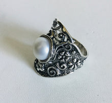 Sterling silver Pearl Shield Ring Flower detail
