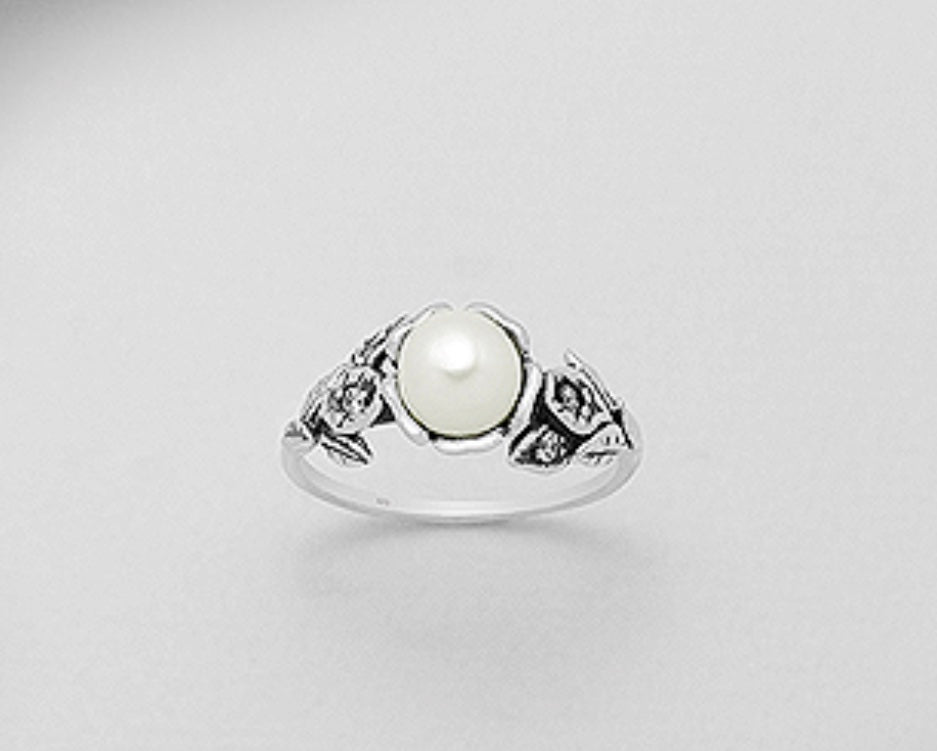 Flower/Raised Pearl Silver Ring