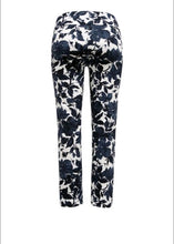 "Blue Flower Capri 25"" Up Pants"