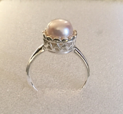 Pearl set on Sterling Silver scallop detail