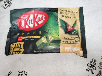 Matcha flavor kitkat kit kat japanese snacks sweet