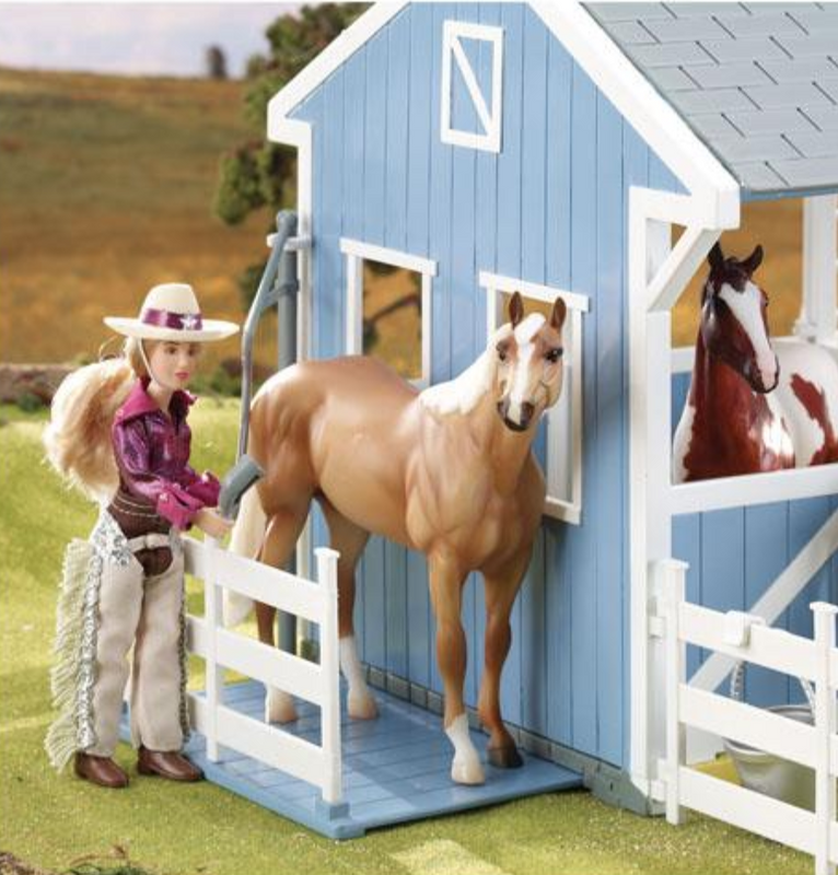 Breyer Classic Country Stable with Wash Stall with seperate accessories