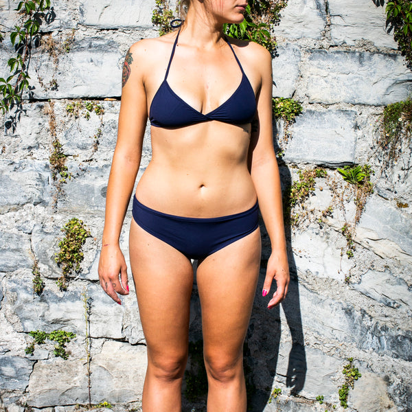zero waste bikini - sustainable swimwear - recycled fishing nets - made in italy - designed for surfing - sporty - emroce - photo by marta bellu in brienno Terrazza dompero