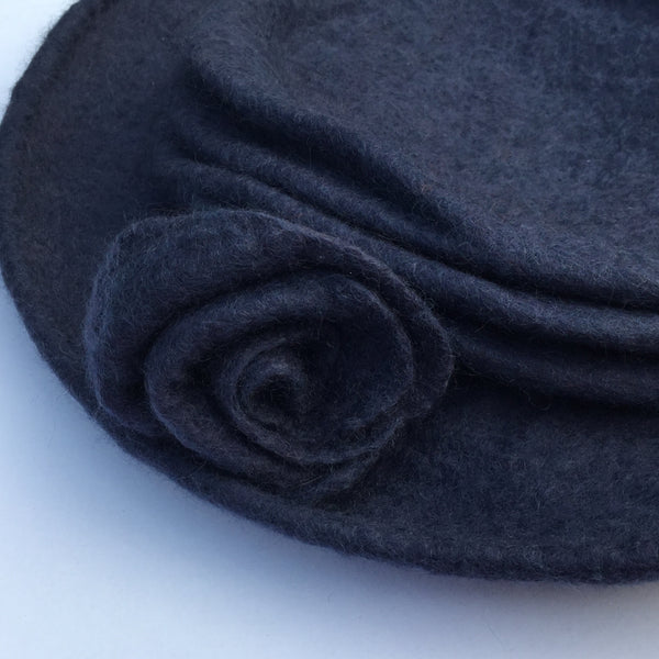 Rosette on felted hat - airforce blue