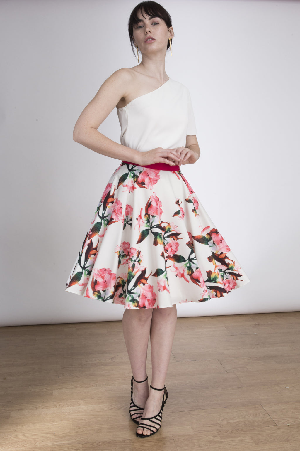 The Kate Floral Skirt - White and Pink floral skirt - knee length. Lauren Lynn London skirt, Lauren Lynn London formal skirt, formal floral skirt, formal floral midi skirt made with crepe. Skirt for special occasions at Lauren Lynn London. Falda para ocasiones especiales. Falda espampada formal, falda de flores para bodas, bautizos o comuniones con vuelo y tonos rosas y blancos. Pink and white floral skirt.