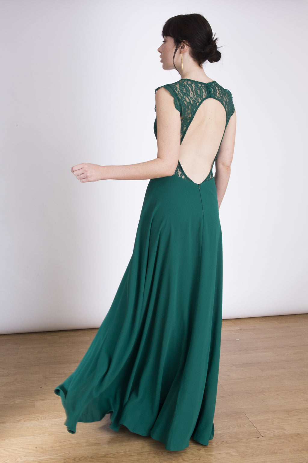 The Emma Maxi dress -  Open back lace maxi dress – Emerald Green. Lauren Lynn London Dress, Open back Lace Maxi dress, Top lace maxi dress, green lace maxi dress,  Lace top maxi dress with open back, wedding guest dress, maxi vestido, vestido largo para bodas, invitada perfecta, vestido largo de encaje para invitadas boda, maxi vestido de encaje, vestidos para ocasiones especiales