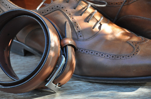 Should your shoe match your belt?