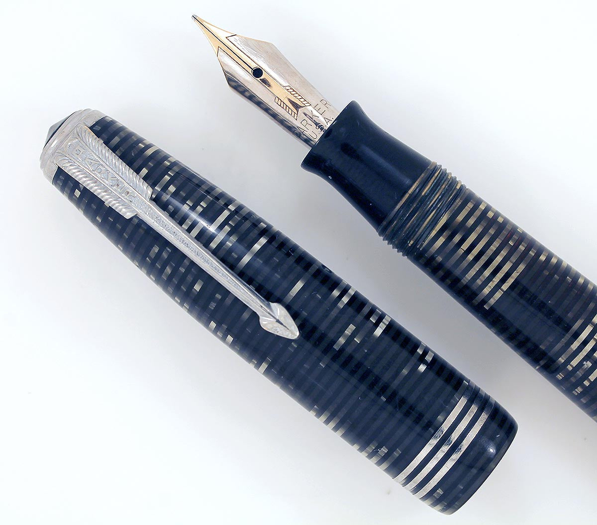 1939 PARKER GRAY PEARL VACUMATIC STREAMLINE STANDARD FOUNTAIN PEN W/ STAR CLIP OFFERED BY ANTIQUE DIGGER