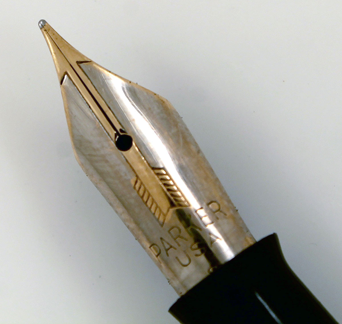 RESTORED 1940 PARKER VACUMATIC DOUBLE JEWEL FOUNTAIN PEN IN SILVER PEARL CELLULOID OFFERED BY ANTIQUE DIGGER