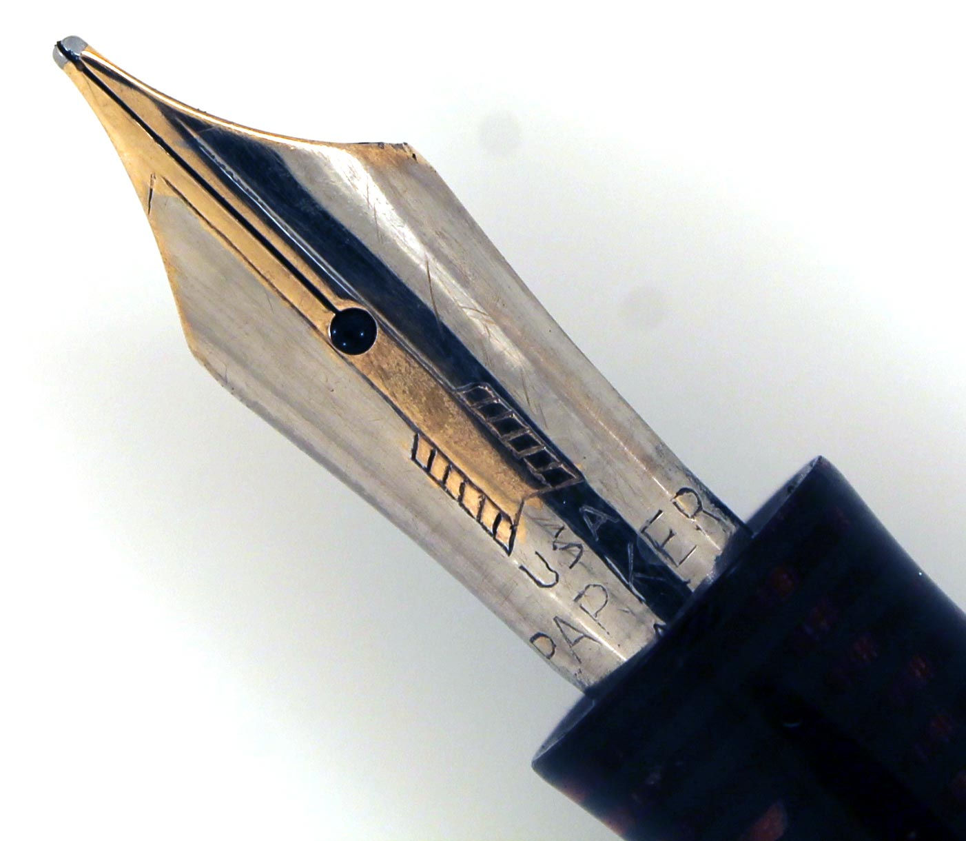 RESTORED CIRCA 1933-1938 FIRST GENERATION PARKER BURGUNDY PEARL DOUBLE JEWEL VACUMATIC STANDARD SIZE FOUNTAIN PEN