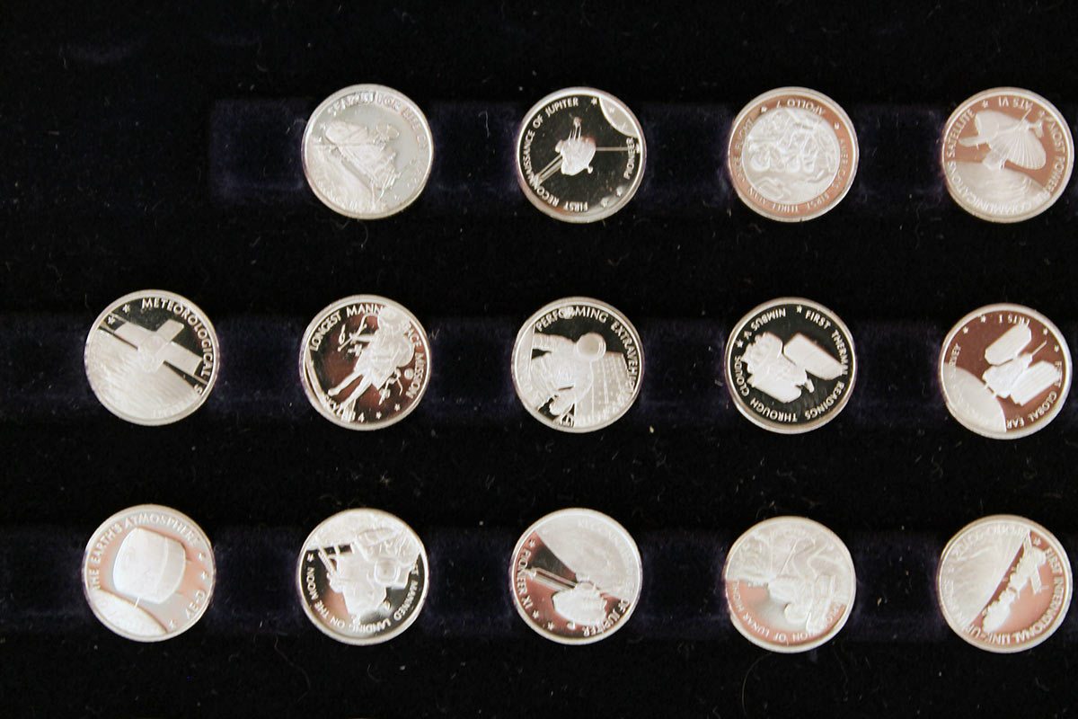 1977 STERLING SILVER FRANKLIN MINT AMERICAN IN SPACE 60 COIN COLLECTION OFFERED BY ANTIQUE DIGGER