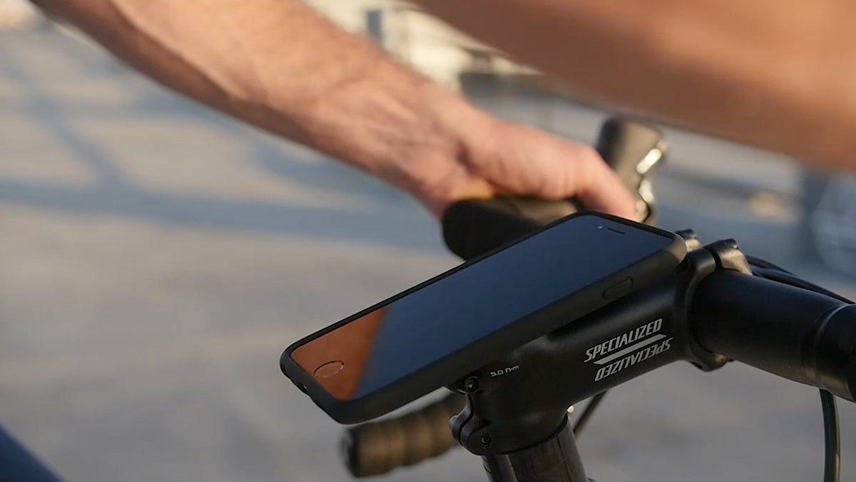 Quick and secure smartphone mounting