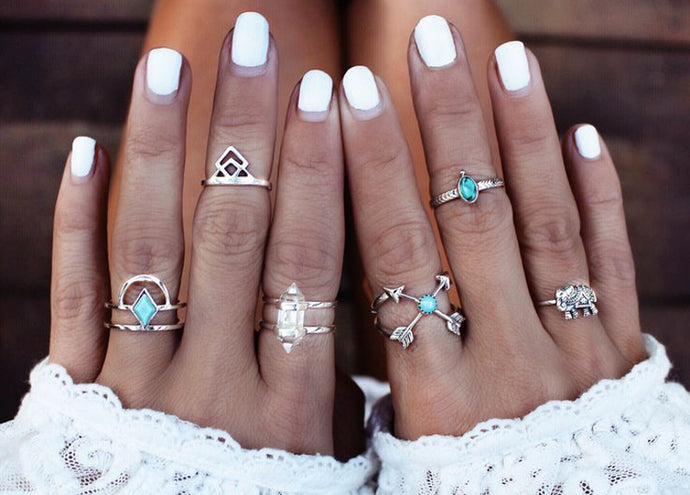 How to Accessorize with the Midi Ring
