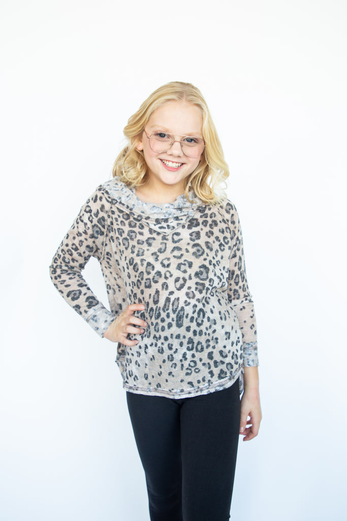 girls top, tween top, teen top, teen girls top, animal print top, hoody top, raglan top, longsleeve top, taupe leopard, longsleeve