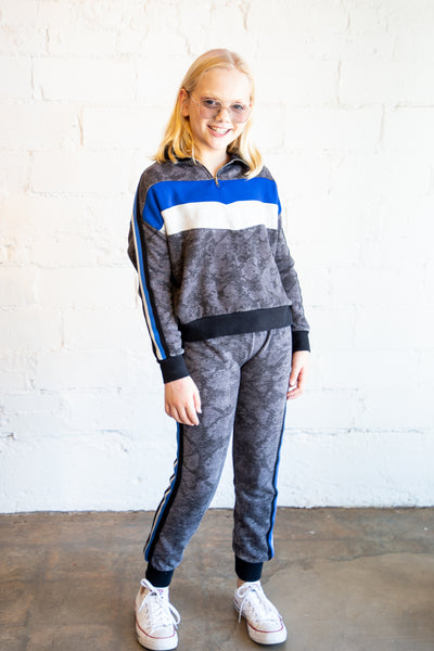 snakeskin, joggers, girl's joggers, color block, colorblock, side stripe, pant leg stripe, leg stripe, stripe, stripe detail, Dallas boutique, tween boutique, grey joggers