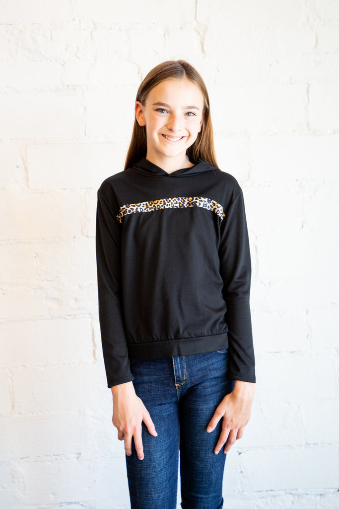 girl's sweatshirt, hoodie, hoody, leopard print, leopard print trim, leopard print detail, longsleeve, black hoody, black hoodie, Dallas boutique, tween boutique, teen boutique, teen girl's boutique
