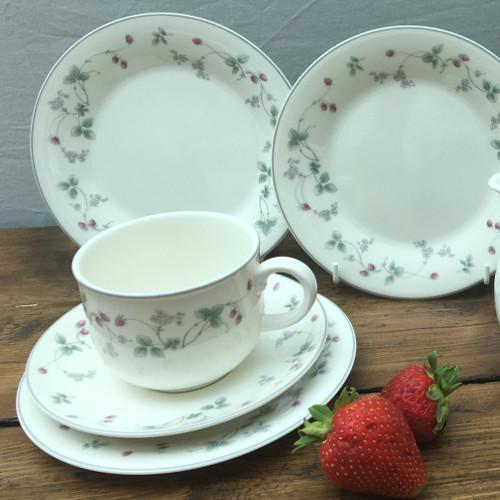 "Royal Doulton ""Strawberry Fayre"""