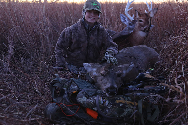 whitetail doe, bowhunting, youth bow hunter, heads up decoy, crp grass, bowhunting from the ground
