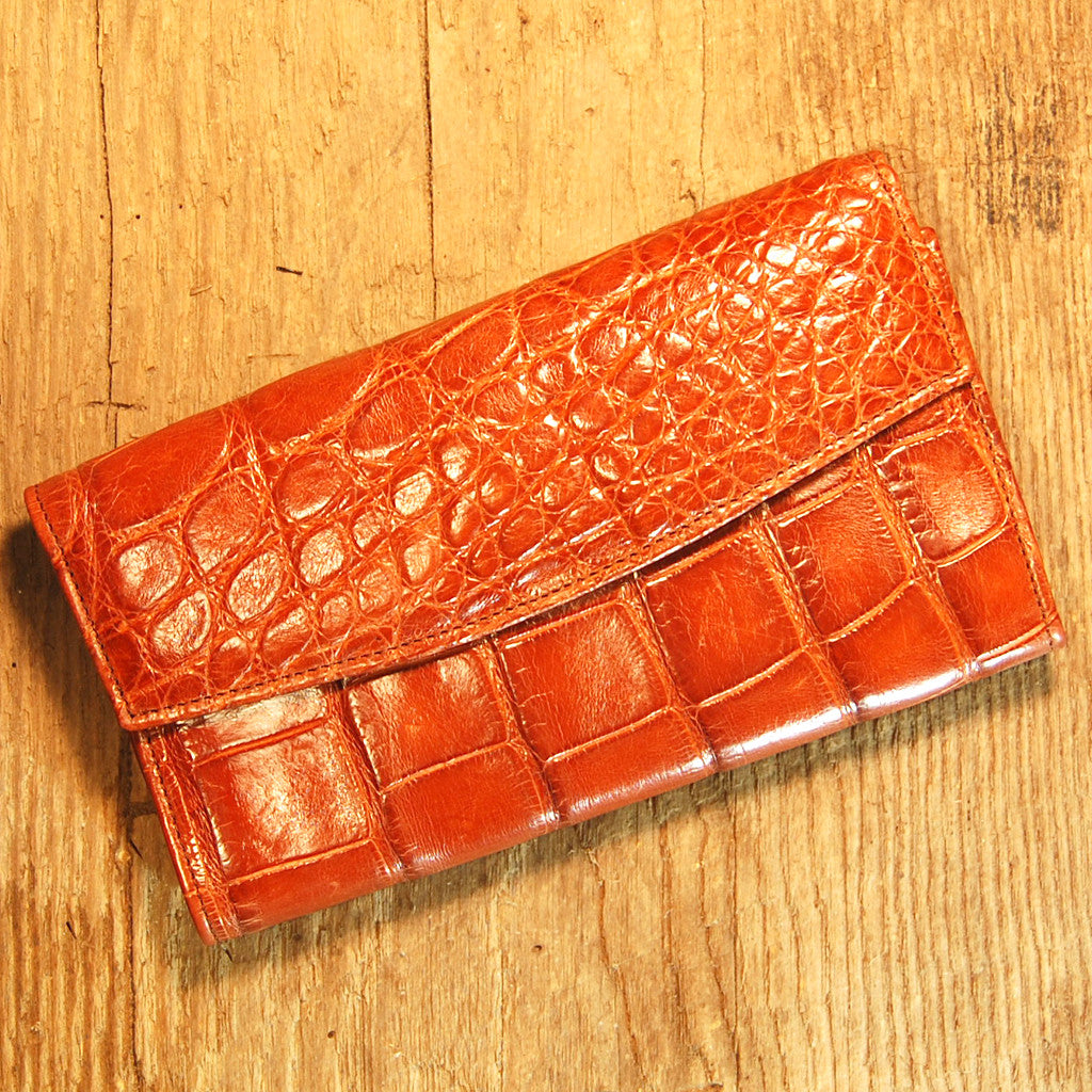Dark's Leather Credit Card Clutch Wallet in Alligator Cognac
