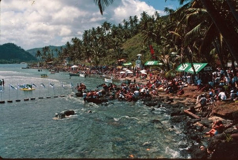 View of the spectators at the 1994 ASP PANAMA SURF - KOOL Surf World Tour at Isla Grande, Colon, Panama.
