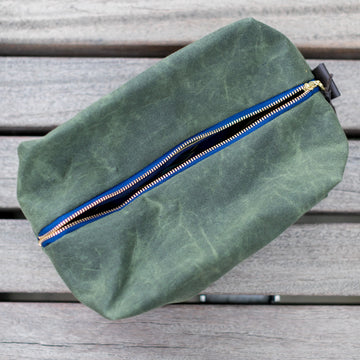 Waxed Cotton Dopp Kit- Oliva Green - Just Madras