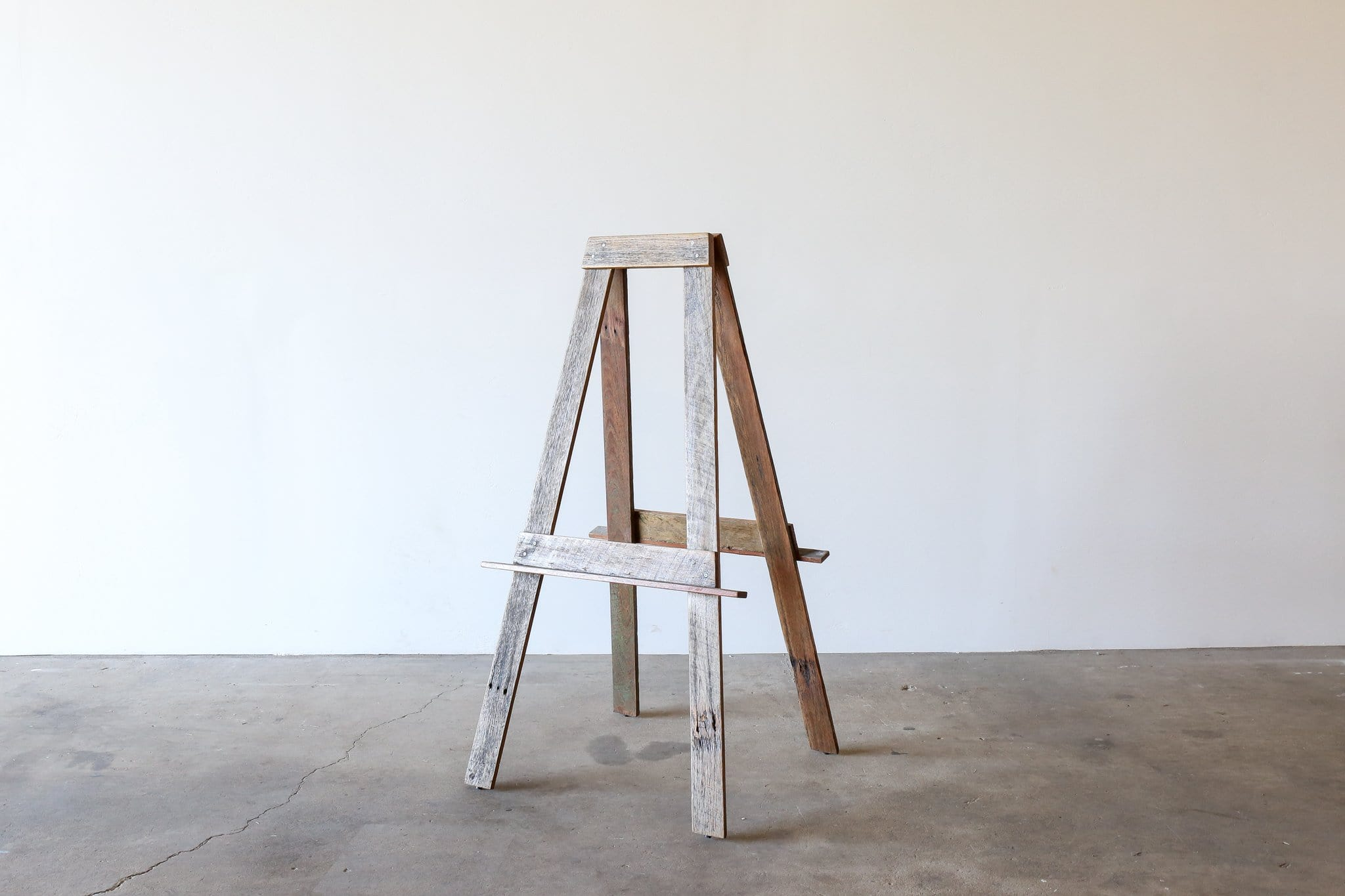RECYCLED TIMBER Easel