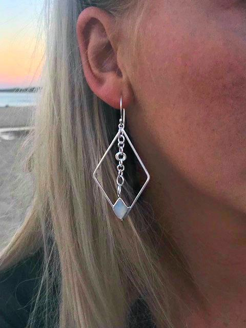 Geo Femme Mother of Pearl earrings