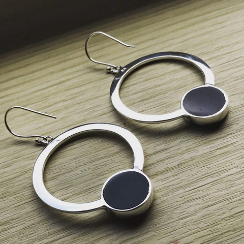 Silver hoop earrings onyx