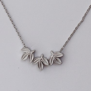 PIGEONHOLE Three Leaves Necklace