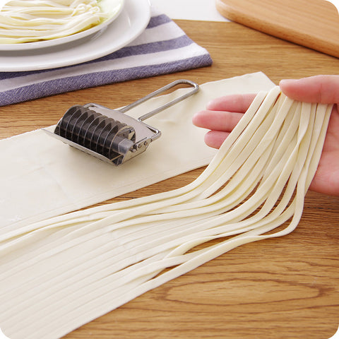 Noodle Roller - Cut Home Made Dough in Kitchen Utensil