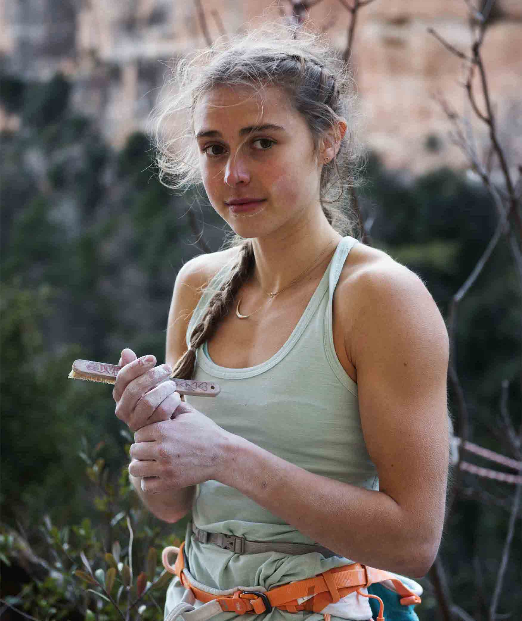 It seems like in the past three or four weeks we have been inundated with  some amazing stories of women absolutely crushing it in the rock climbing  world. 931795f4a
